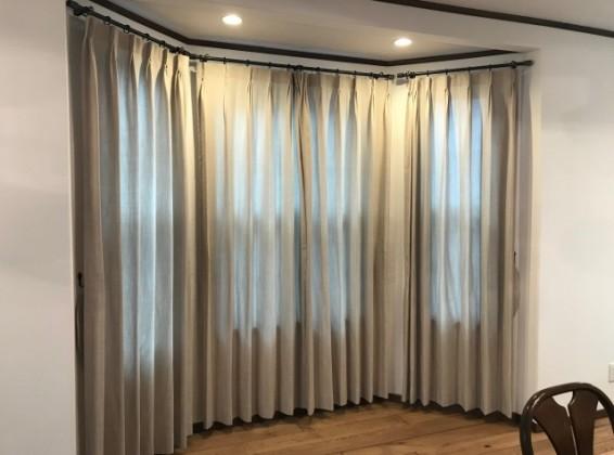 長め丈カーテンで作る海外にいるかのような空間のコーディネート