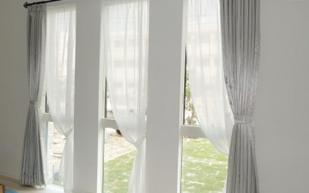 カーテン 縦長 窓
